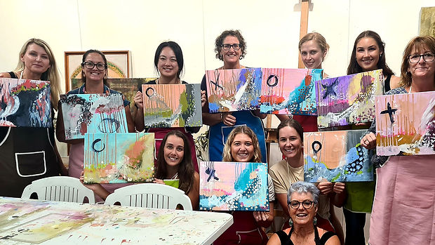 julie-simpson-art-class-students-with-wo