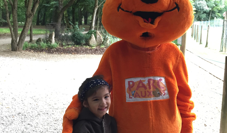 Avec la mascotte du parc de l'auxois