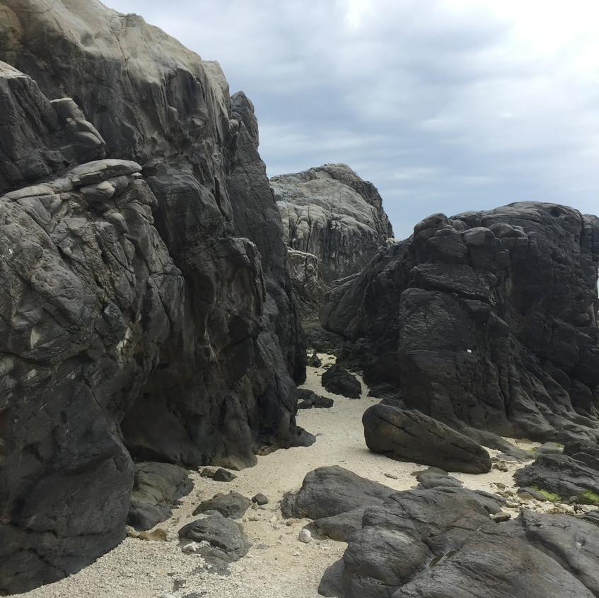Entre les roches Tokashiki