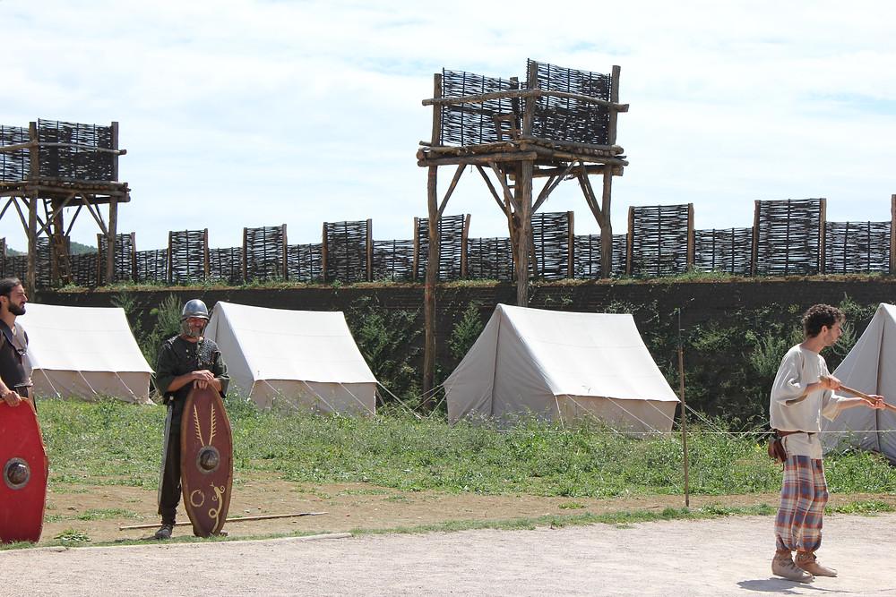 le spectacle des combats entre gaulois et romains à l'écomusée d'alésia