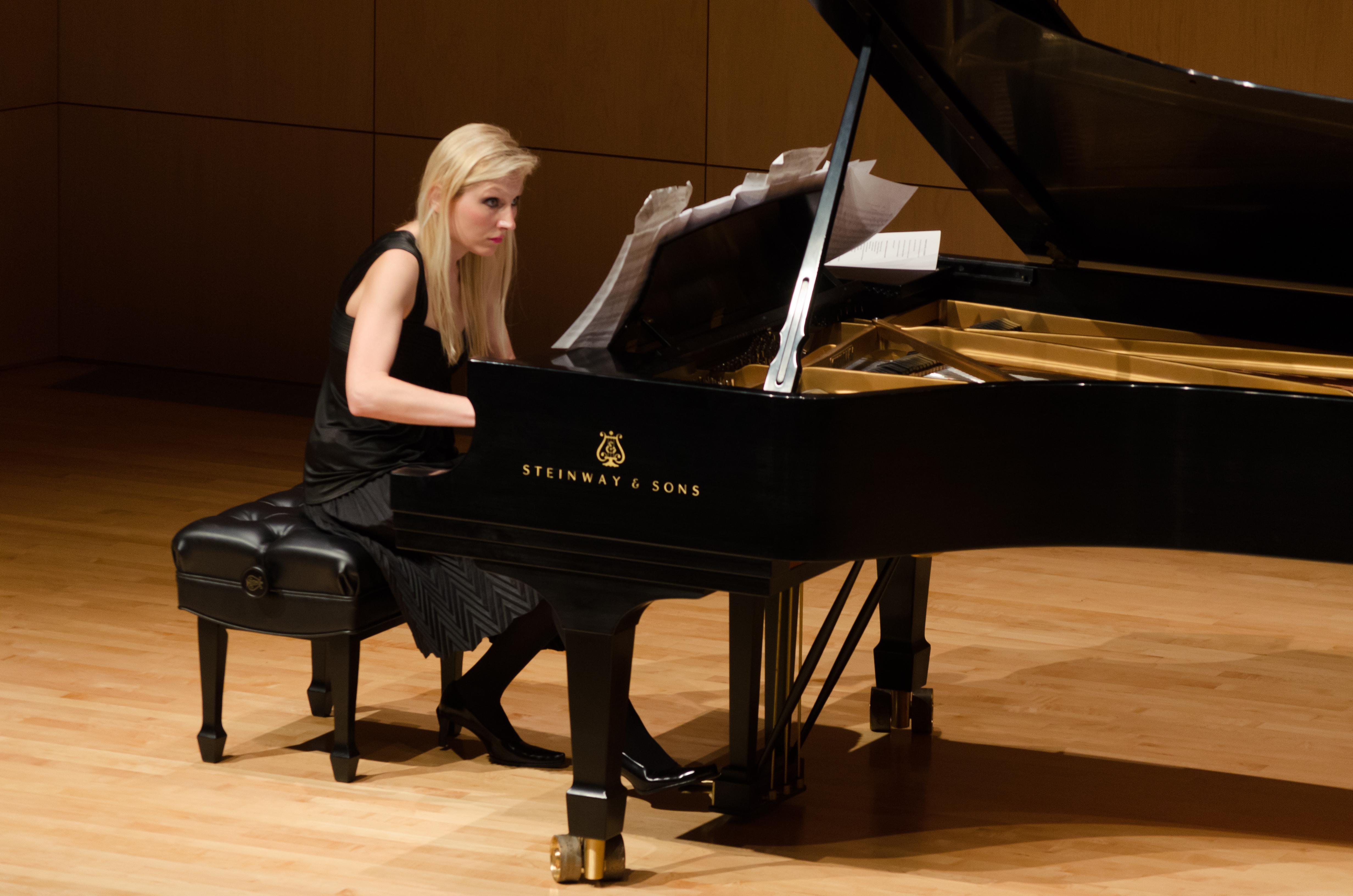 Beata Golec Recital 2015.jpg