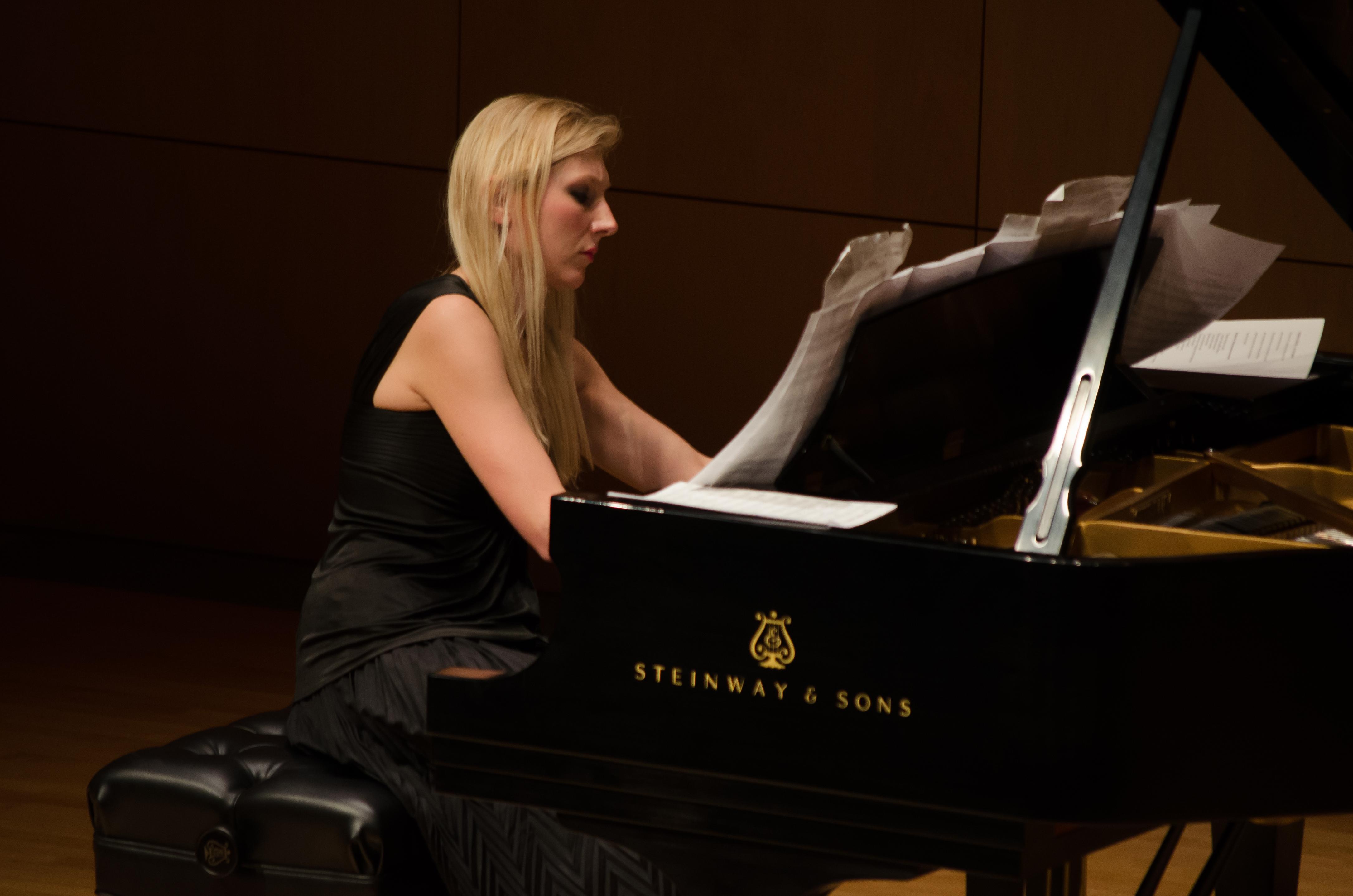 Beata Golec Recital 2015 3.jpg