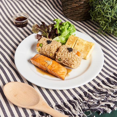 K01 ข้าวผัดหน้าปลาแซลม่อนเทอริยากิไข่หวาน Fried Brown rice with Grilled Salmon