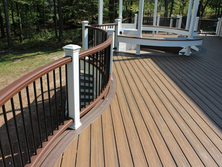 Use Curves and Levels When You Design Your New Deck for Maximum Appeal and Best Use of Space