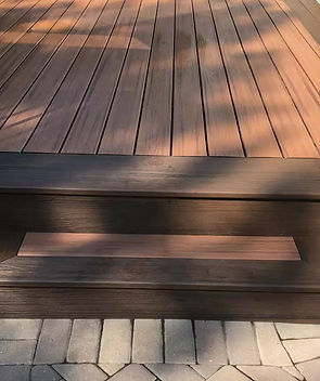 A great walkover video of a composite deck with pergola