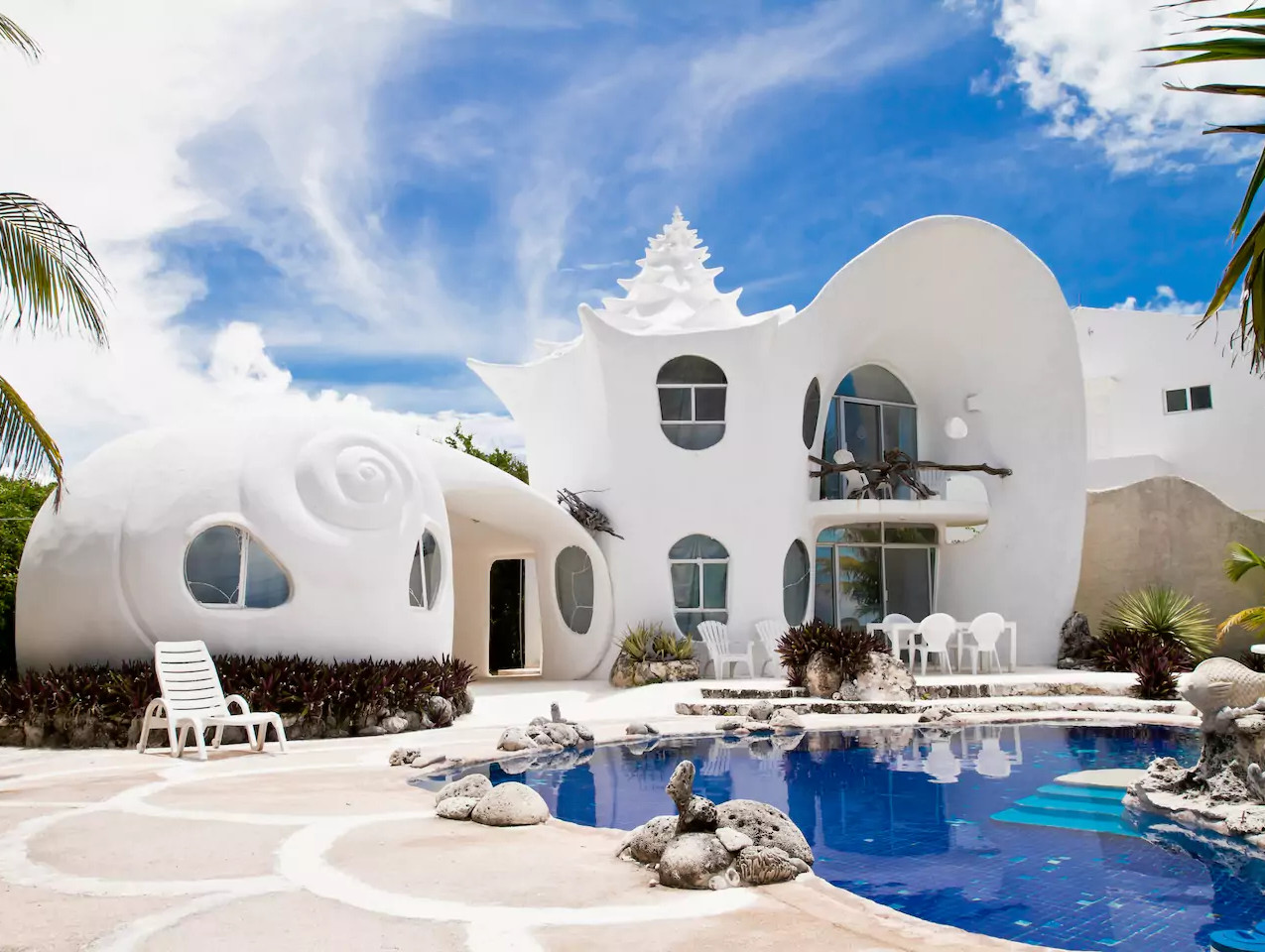 """That's Spanish for """"I can't believe my wife talked me into staying here but I'm glad I did."""" Alternative translation: The Seashell House."""