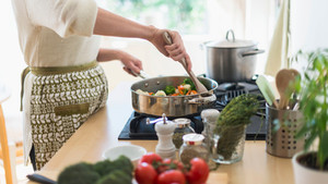 Shabbat In 1 Hour – How To Make A 3 Course Menu For 12 In Less Than 60 Min