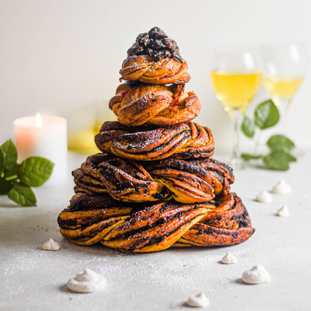 Date Babka Christmas Tree