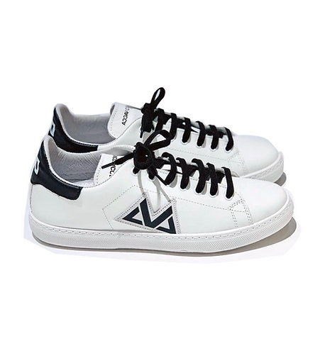 Sneakers 100% Leather Made in Italy White and Black with black laces
