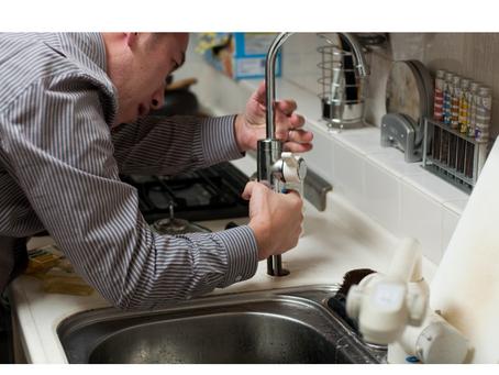 Cómo cambiar un grifo de fregadero
