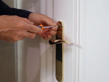 Cómo cambiar la manilla de la puerta