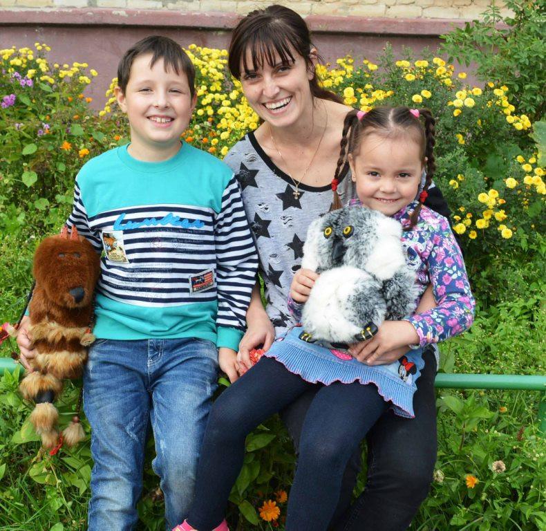 Ираида Александровна Иванюшина с детьми.