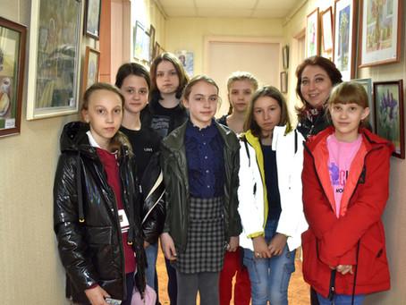 Юные дятьковские художники посетили выставку акварелей Натальи Ноздрачевой