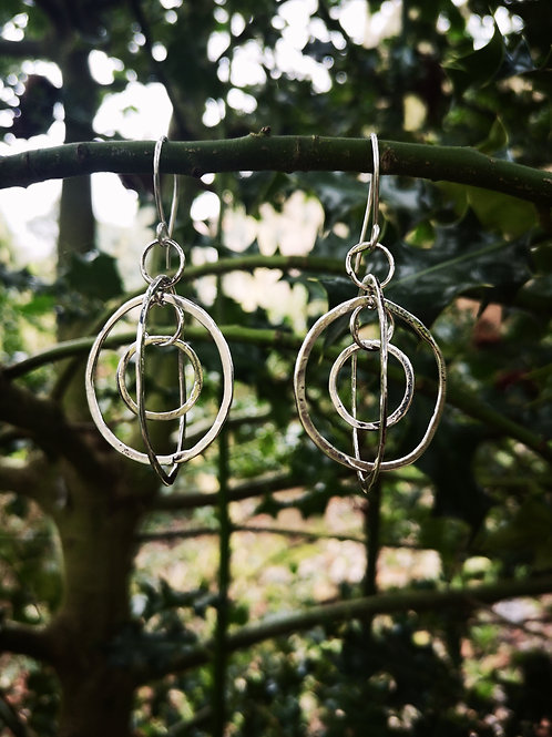 3 dimensional free moving silver hoop earrings