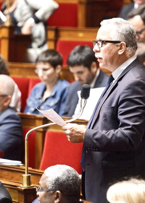 André VILLIERS intervient dans l'hémicycle de l'Assemblée nationale