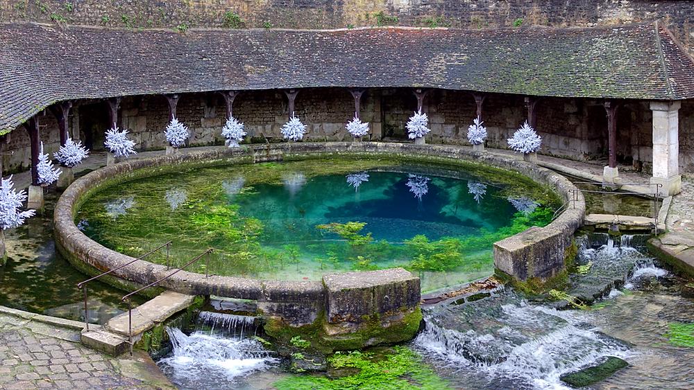 La fosse Dionne dans le centre-ville de Tonnerre