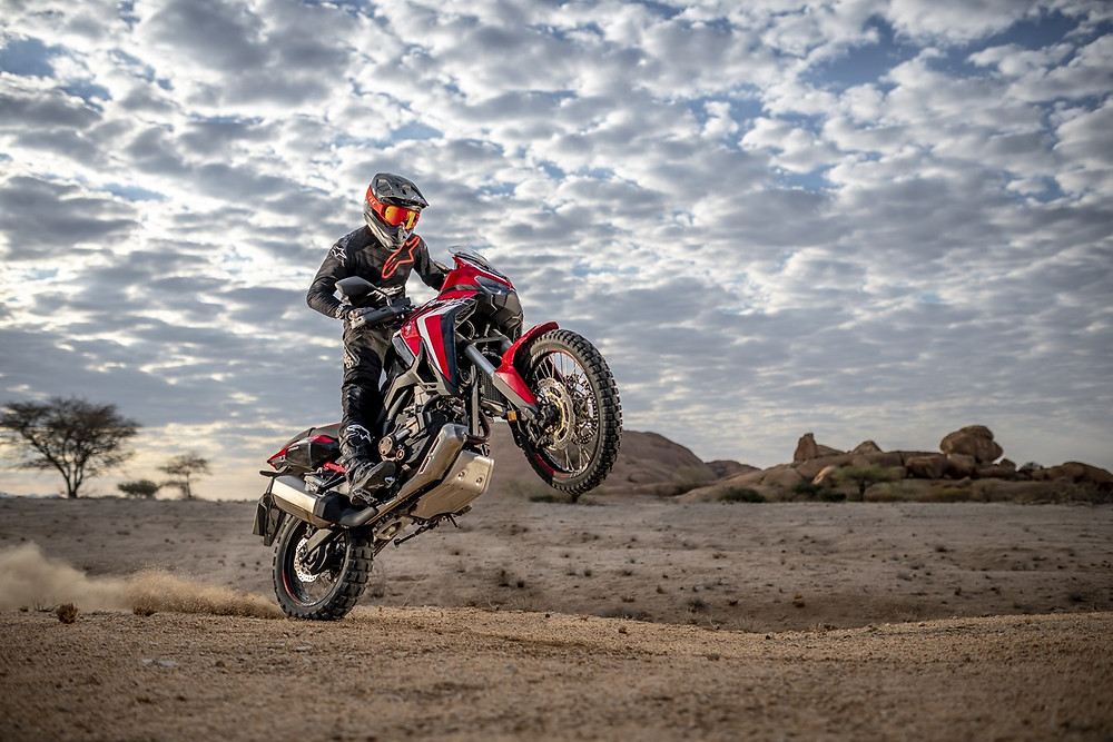 CRF1100L Africa Twin 2020 Wheeling désert location moto envie2rouler