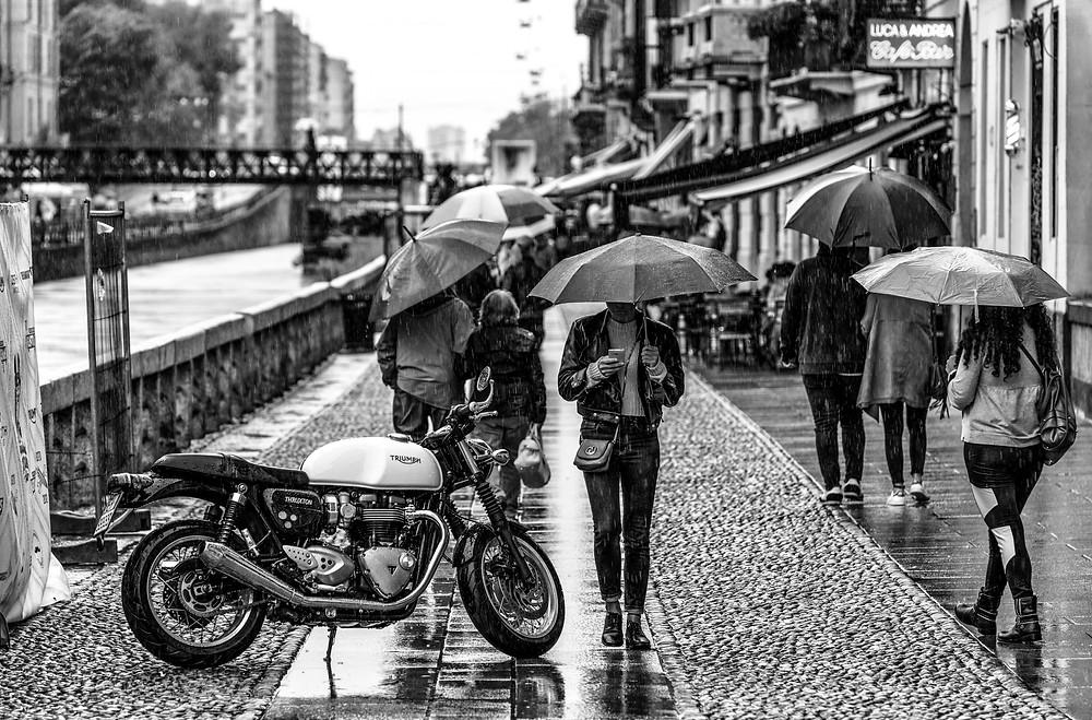 Rain motorcycle envie2rouler umbrella people