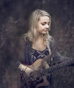 Daisy Kate singer and Guitarist