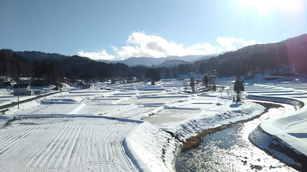 初冬の浦田 山も川も田も揃っている.JPG