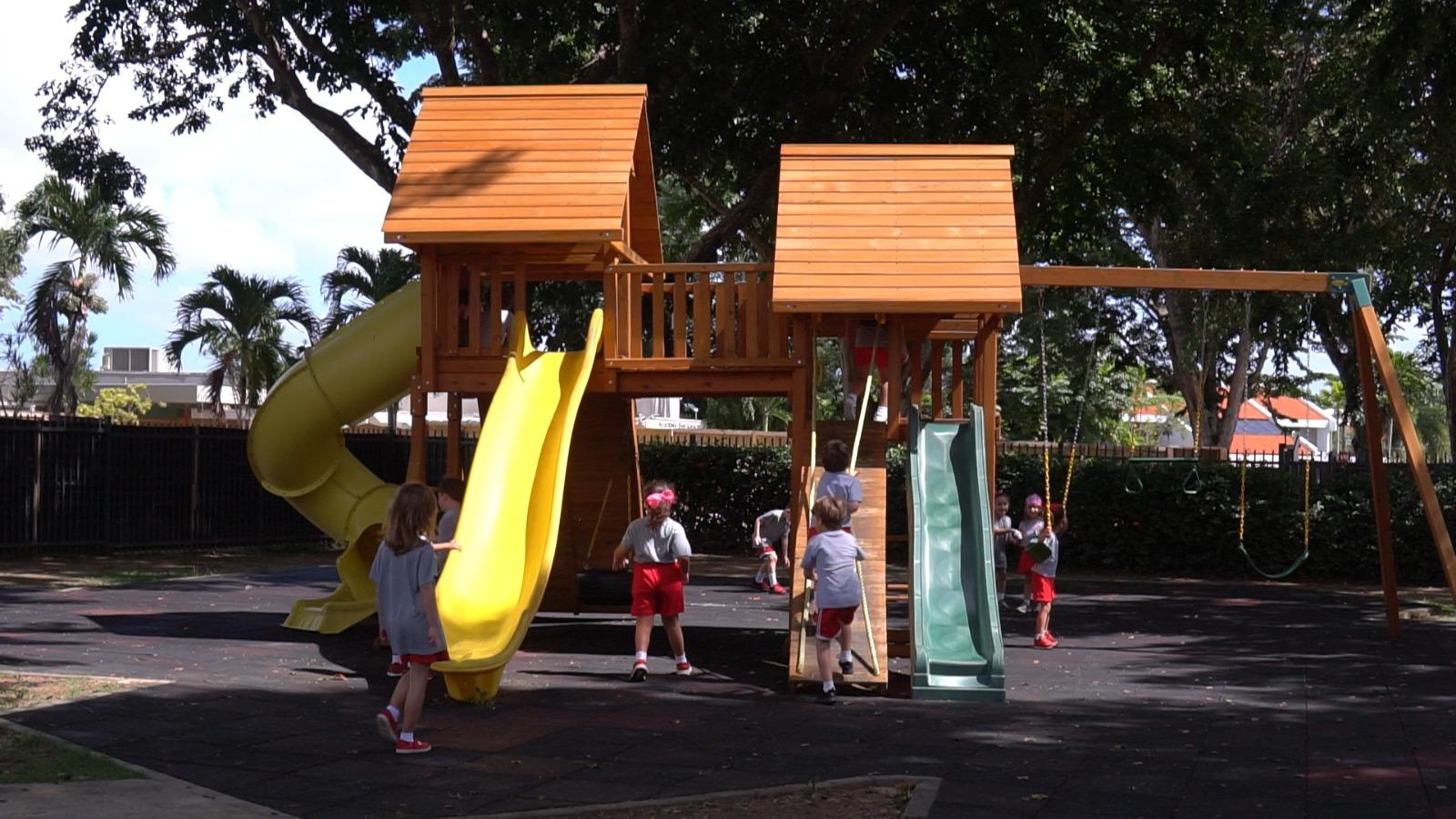 Academia San Ignacio Patio Kinder