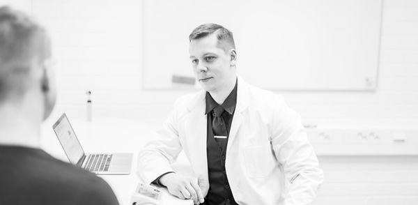 Lääkäri Jakob Valdma_edited.jpg