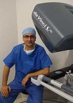Dr CORIGLIANO à la console du robot Da Vinci.