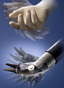 Les extrémités des instruments sont doté d'une articulation à sept degrés de liberté reproduisant exactement l'articulation de la main humaine.