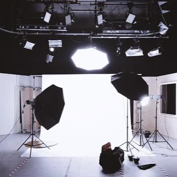 웨딩촬영을 진행할때 웨딩사진보정을 염두에 두고 팔뚝, 허리부분 보정을 신경써서 촬영을 진행하면 훨씬 좋은 사진 결과를 볼 수 있어요 :D