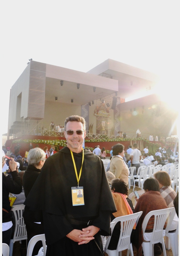 Br. Robert in front of the main altar before the papal Mass
