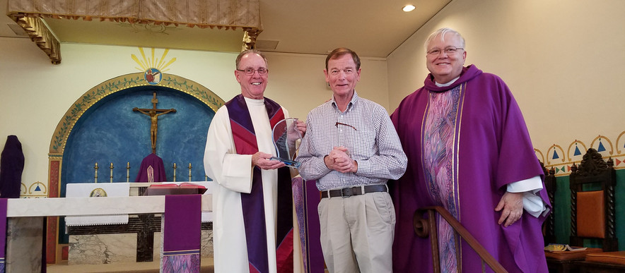 Doug Farnum receives Anima Una Award