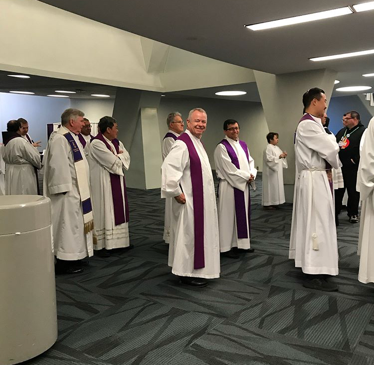 Fr. Kirk Davis Proceesing into Mass