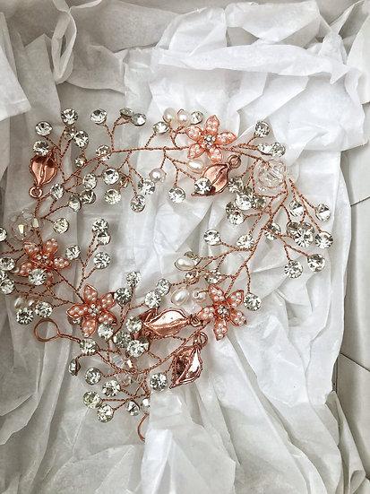 Tocado oro rosa con brillos y perlas