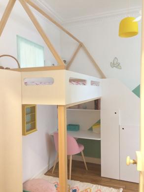 Chambre sur-mesure   pour deux enfants. Deux lits mezzanine avec bureau et rangements