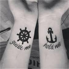 Tatuaje ancla para pareja en México
