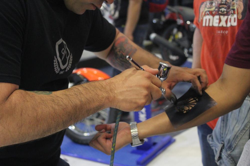 Tatuaje temporal con aerografo en México