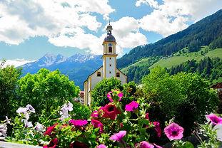 Sommerferien in der Schweiz; Ferien in der Romandie; Wanderferien im Alpstein; Sommerferien in Saas Fee; Ferien im Wallis; Fotokursreise für Beginner; Ferien im Engadin; Ferien in Zernez; Sommerferien mit dem Reisecar