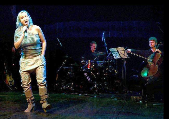 V divadle Milenium - Bára Basiková