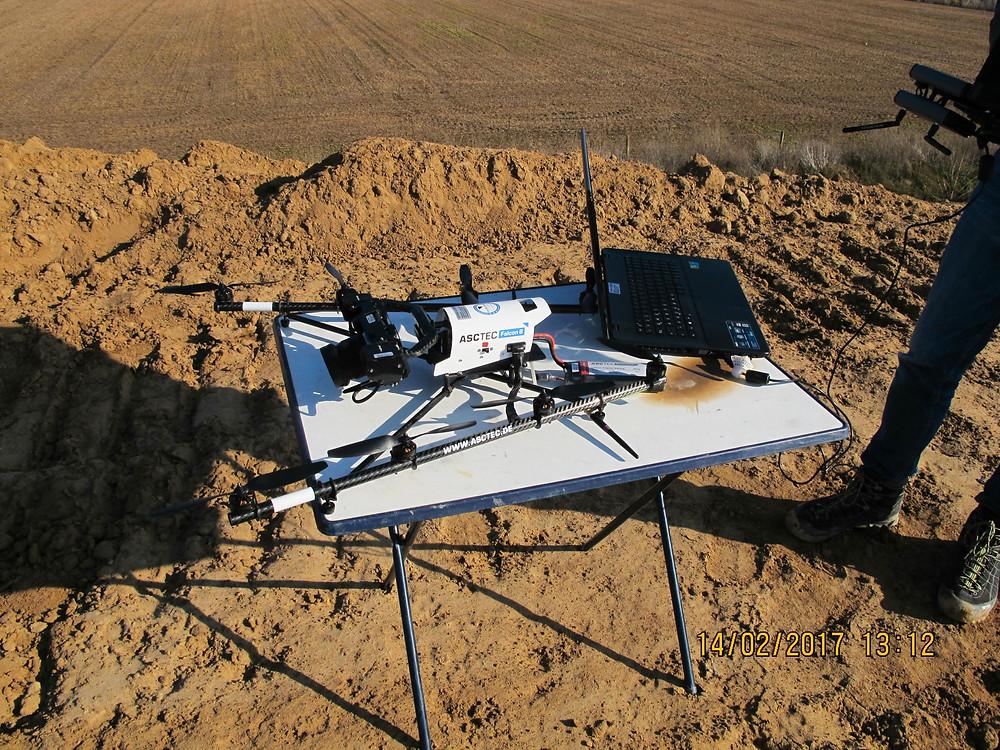 Drohne auf Tisch