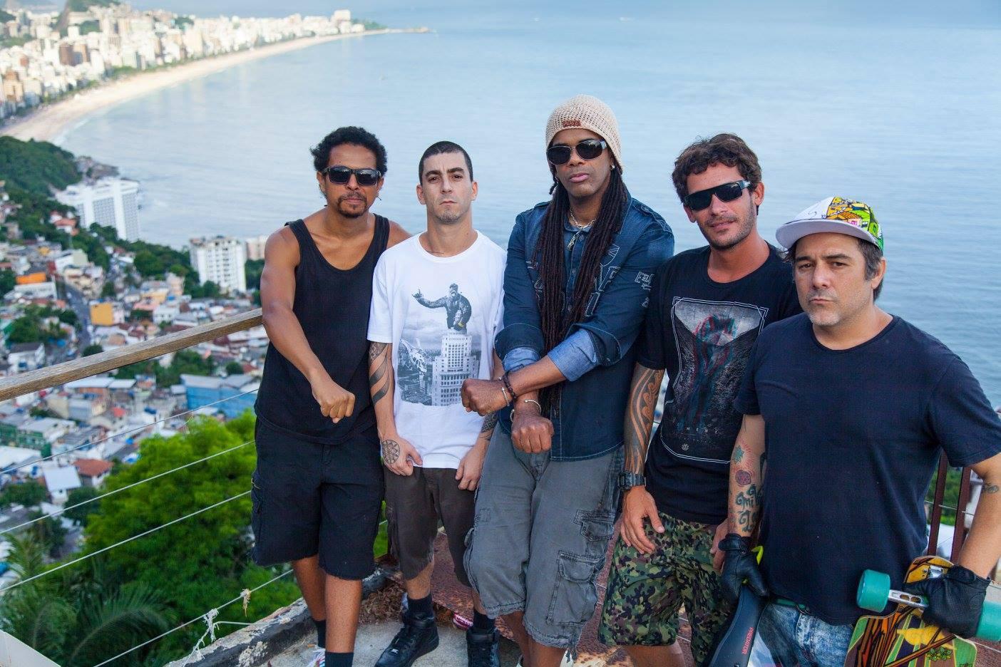 1 (1) Renato ,J Ramos ,Andru, Pedro, Daniel, KARMA FREE relaxing in the FAVELA ,ALTO VIDIGAL..
