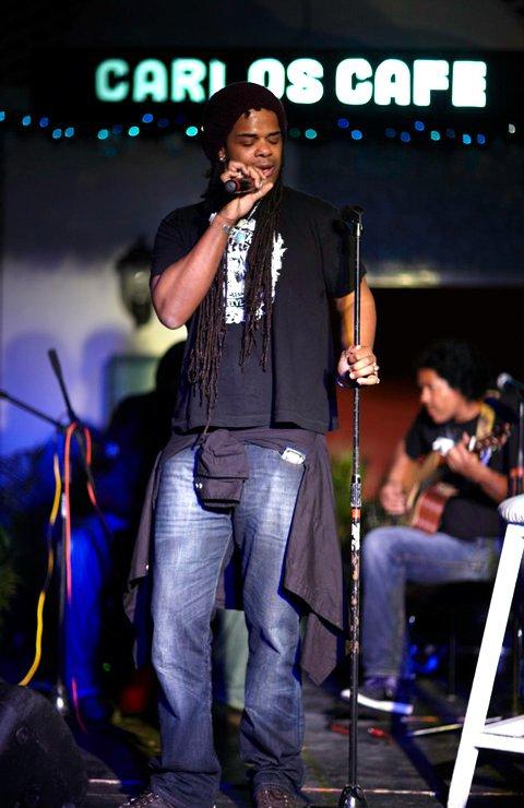 'The Smokin' Jacket', Carlos Cafe, Kingston, Jamaica (03.01.11) (1)
