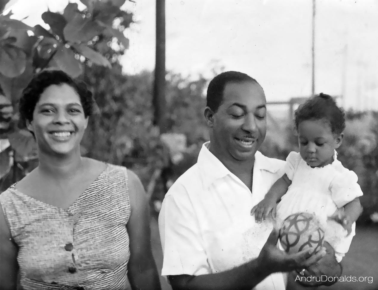 Gloria, Gladstone & Lydia Donalds