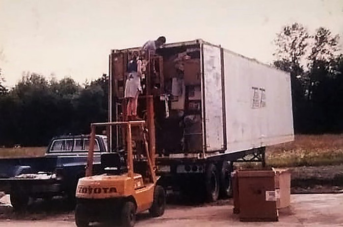 Loading container to Vietnam