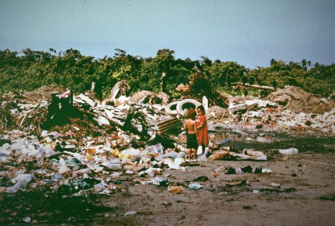 """""""El Basurero"""" (garbage dump) in Puerto Cortes, Cortes, Honduras in 1998"""