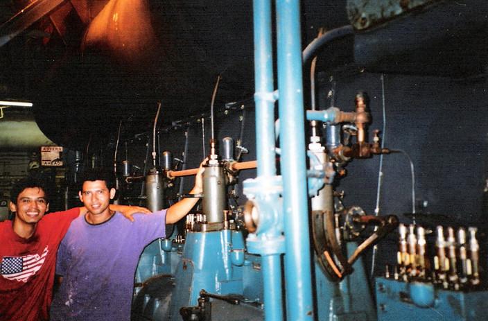 Vio and Oscar working inside the Spirit ship's engine room