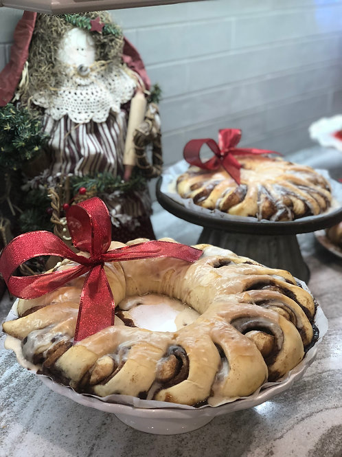 Large Cinnamon Roll Wreath