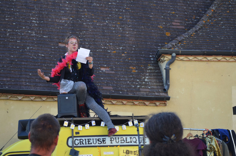 Louvalmonde, crieuse publique (Ninon De Graaf)