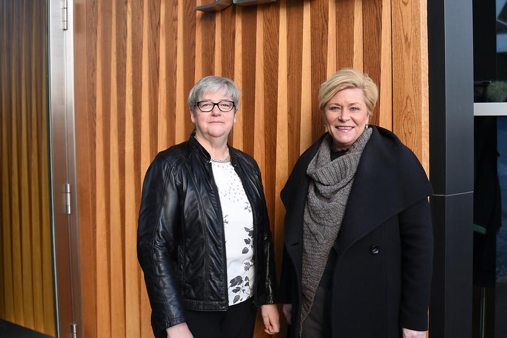 YS-leder Joruann Berland (tv) og finansminster Siv Jensen (FrP)