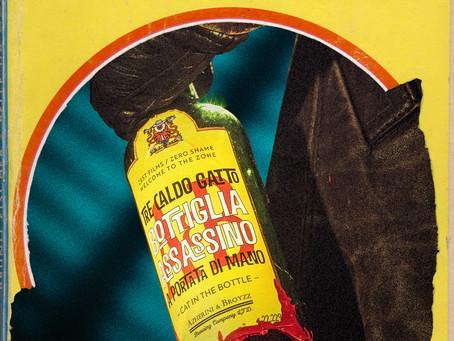 Tre Caldo Gatto Bottiglia Assassino a Portata Di Mano – Cat in the Bottle