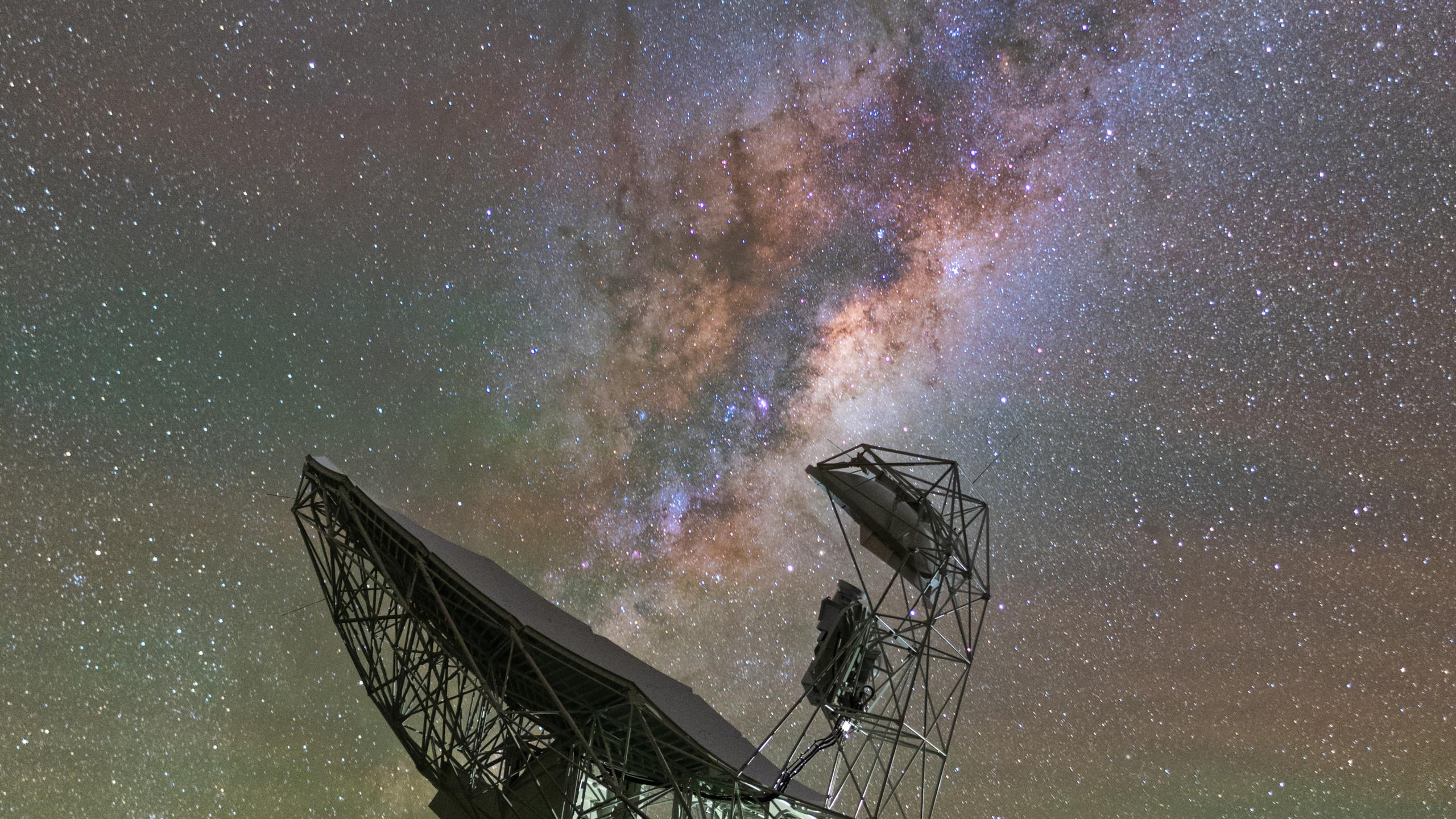 Milky Way above Meerkat dish.
